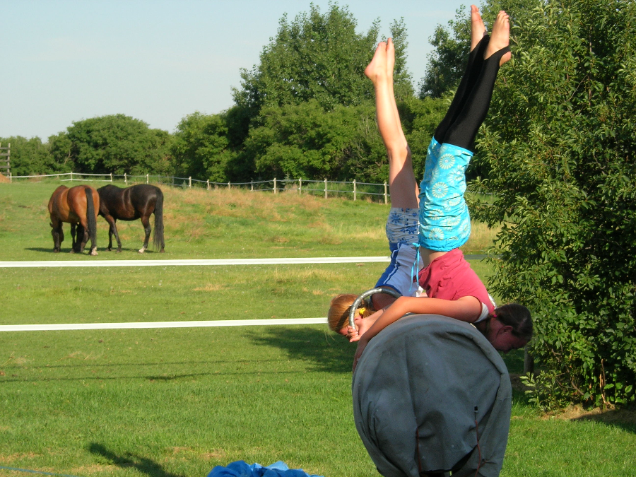 Vaulting teaches children